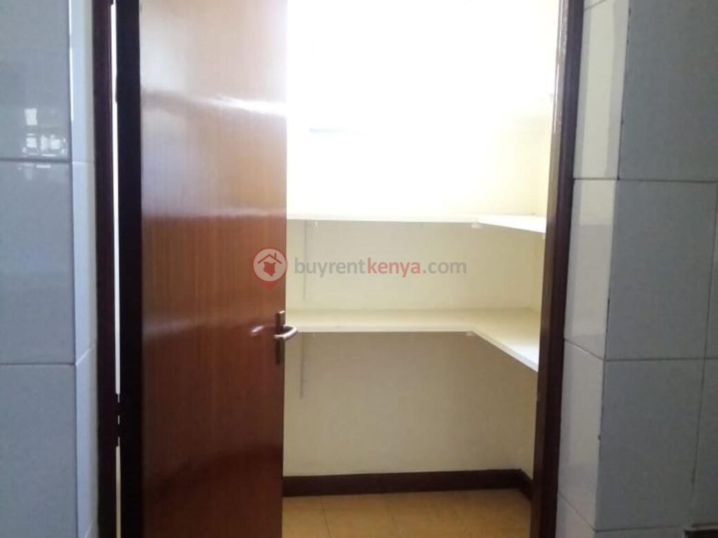 4 bedroom apartment for rent in Lavington0102