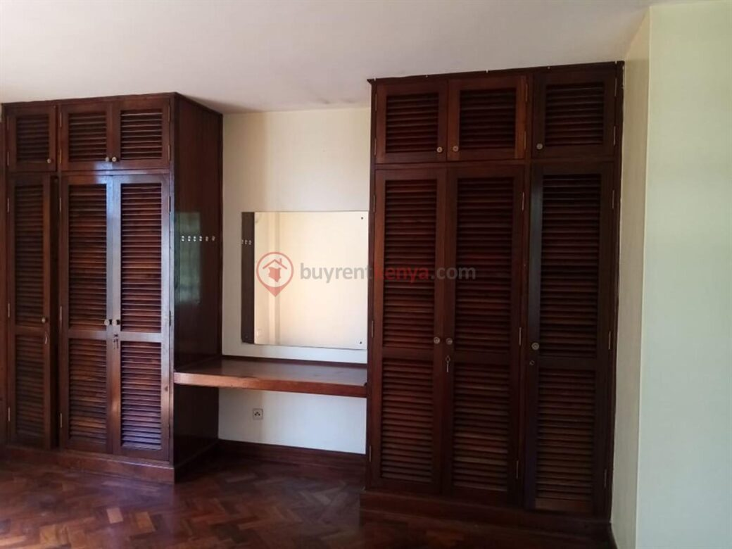 4 bedroom apartment for rent in Lavington0105