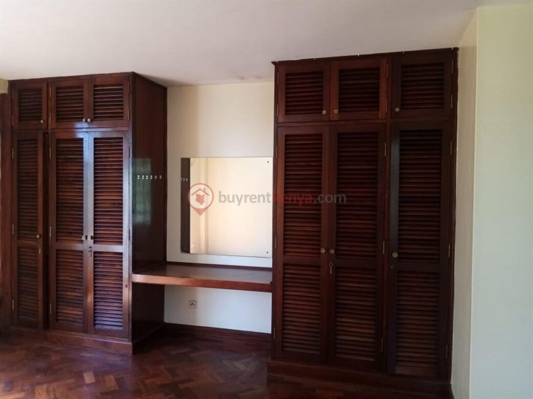 4 bedroom apartment for rent in Lavington0110