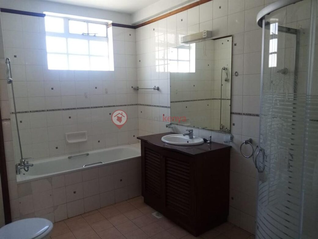 4 bedroom apartment for rent in Lavington0114