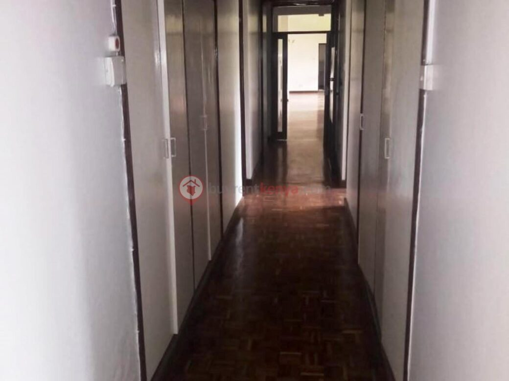 5-bedroom-townhouse-for-sale-thigiri03
