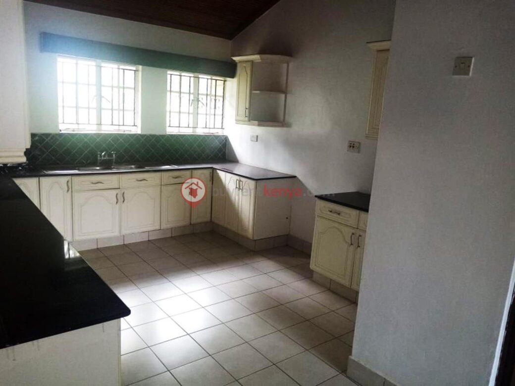 5-bedroom-townhouse-for-sale-thigiri06