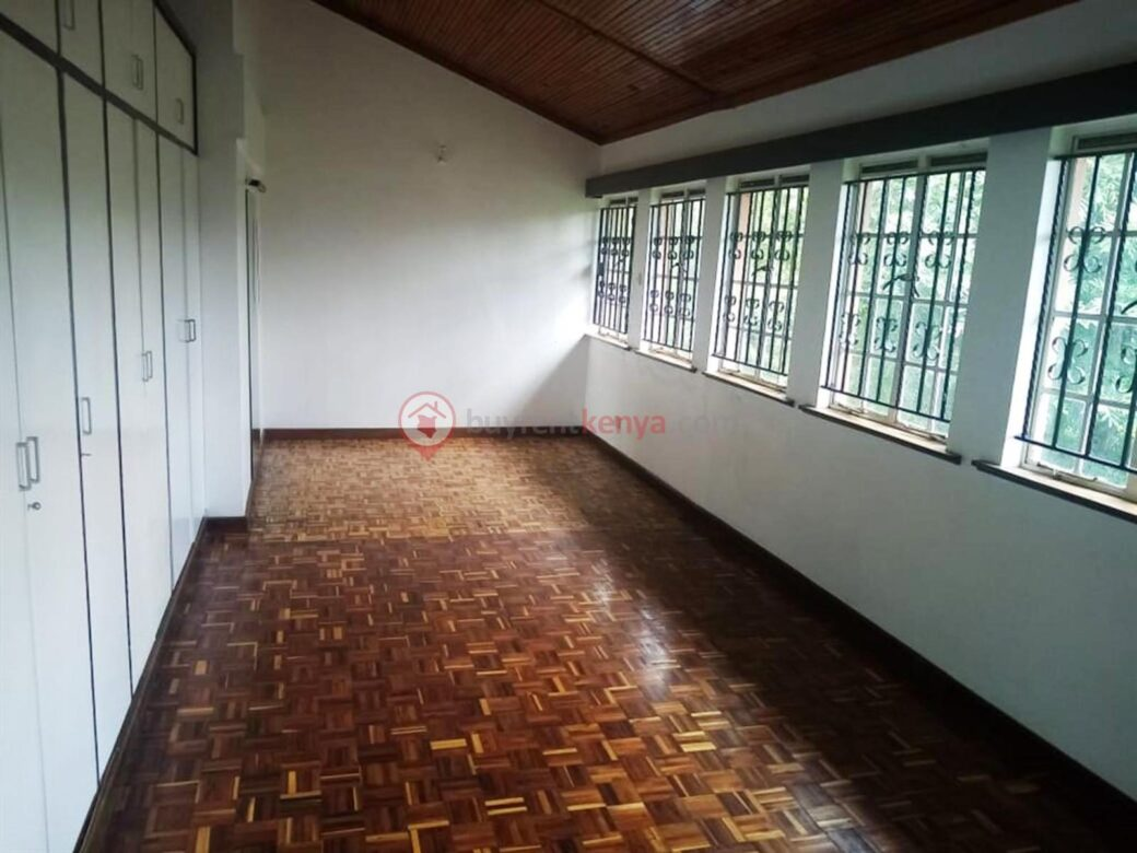 5-bedroom-townhouse-for-sale-thigiri09